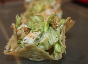 Cosulete salata Caesar