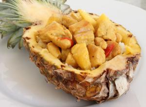 Pui thailandez cu ananas si curry