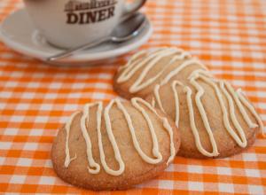 Biscuiti cu martipan si ciocolata