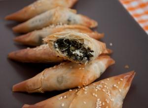 Spanakopitakia – placintele grecesti, cu spanac si feta