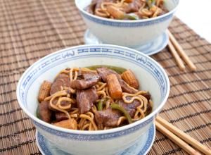 Stir fry de vita cu noodles