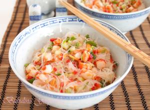 Salata cu taitei de orez si creveti (in stil thailandez)