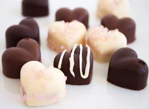 Bomboane din ciocolata umplute cu crema